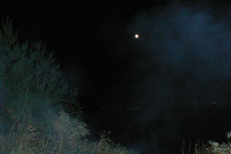 Луна и туманность
