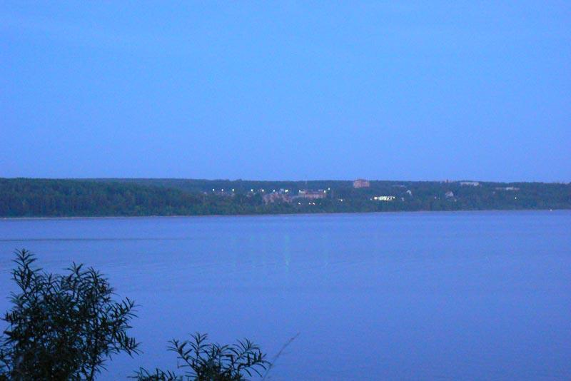 Вечер. Азимут-Н, Неоком, Обское море. Вид на Новый поселок